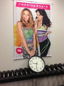 Just a little hint: girls, hit the weights!